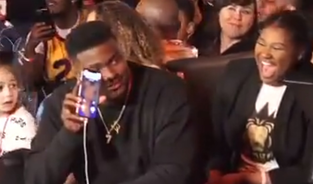 Dwayne Haskins Wallpaper On His Phone Is A Naked Photo Of