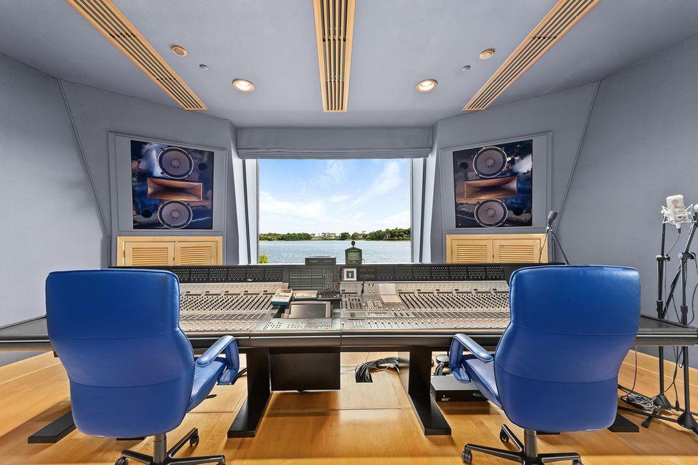 Magnificent Boston Red Sox Owner John Henry Selling Florida Estate For Dailytribune Chair Design For Home Dailytribuneorg