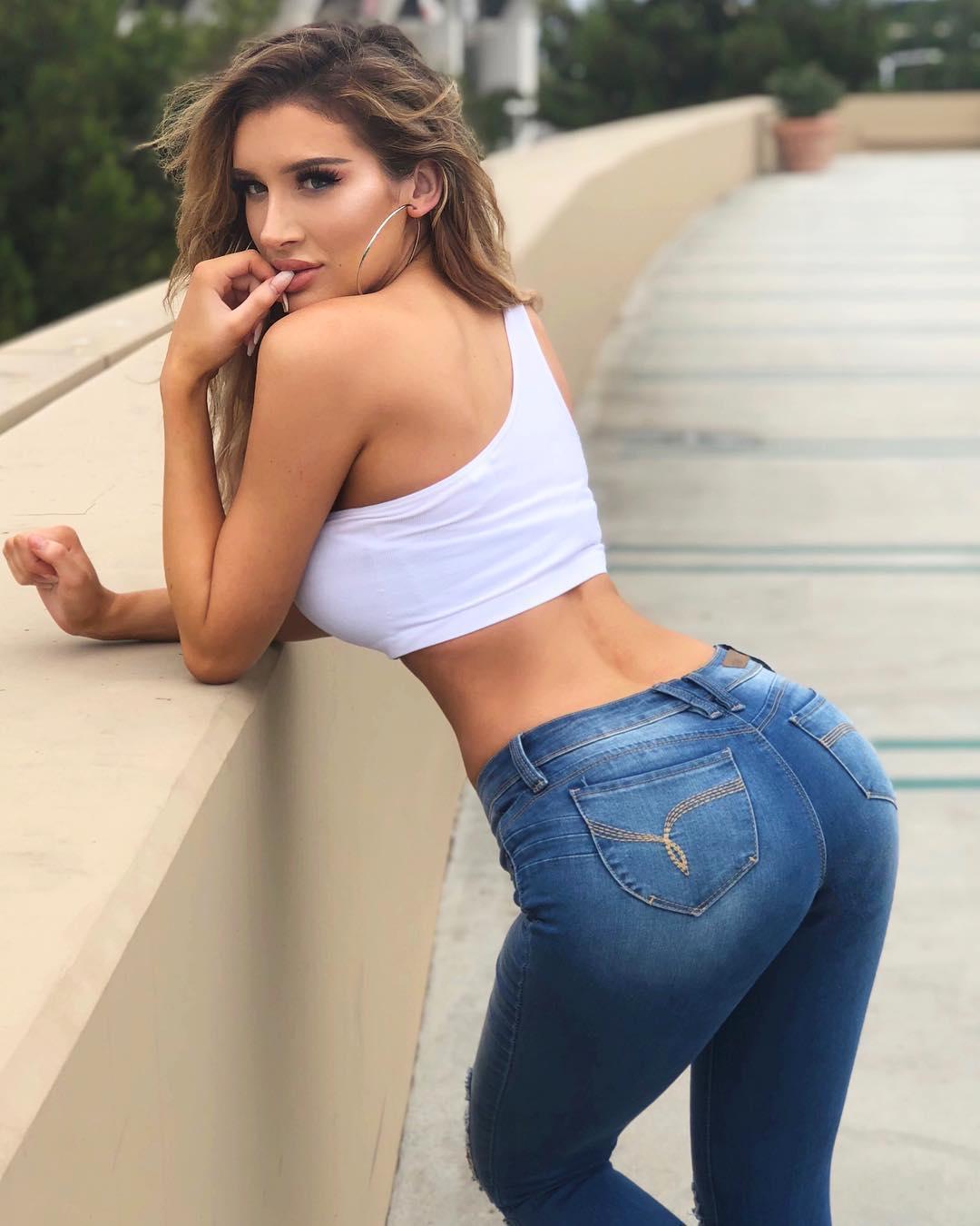 Роскошные попки в джинсах #2