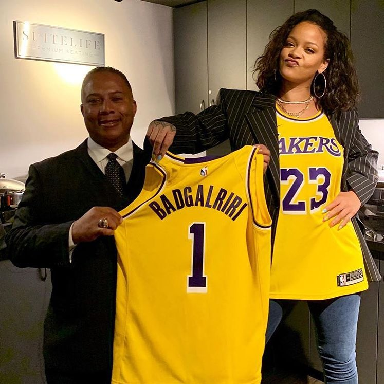 the latest b8ef5 cf75d Rihanna Attended Lakers Game in a LeBron Jersey - Sports Gossip